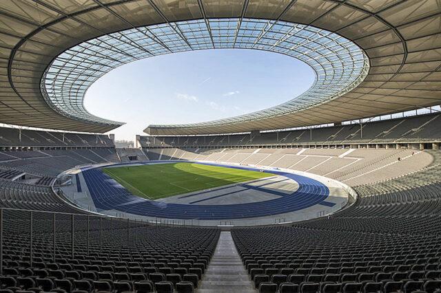 Olympia Stadion Berlin Spielfeld Zuschauer Arena